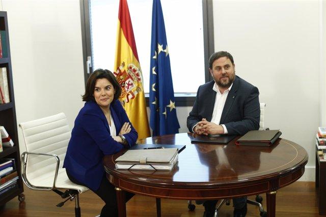 (ARCHIVO) Santamaría y Junqueras se reúnen en Moncloa