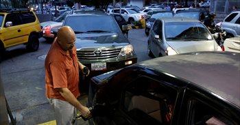 Venezuela se llena de colas por la escasez de combustible