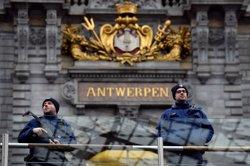 Detingut a Anvers un home que ha intentat atropellar diverses persones amb el seu cotxe ( ERIC VIDAL / REUTERS)