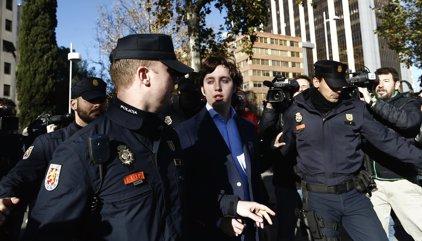 El juez Zamarriego procesa al 'pequeño Nicolás' y a otros cinco policías por un delito de estafa