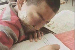 Despiden a una profesora mexicana por amordazar a un alumno como castigo