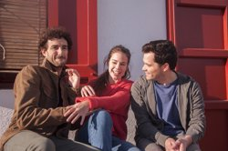 Laia Costa, Miki Esparbé i Oriol Vila protagonitzen el nou anunci d'Estrella Damm (DAMM)
