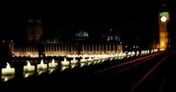 Cientos de personas se concentran en Trafalgar Square en la vigilia por...