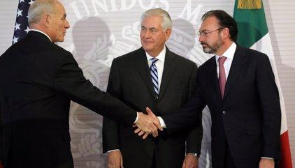"""Venezuela acusa a México de """"construir muros con Latinoamérica"""" para """"congraciarse"""" con EEUU"""