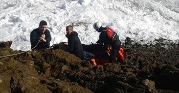 Sigue la búsqueda del hombre caído al mar en San Vicente de la Barquera