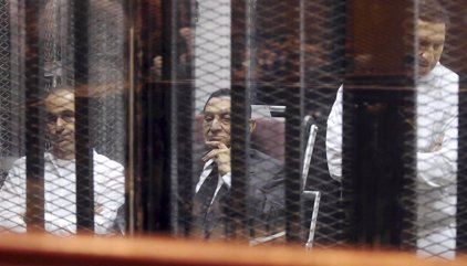Mubarak sale en libertad tras seis años en prisión