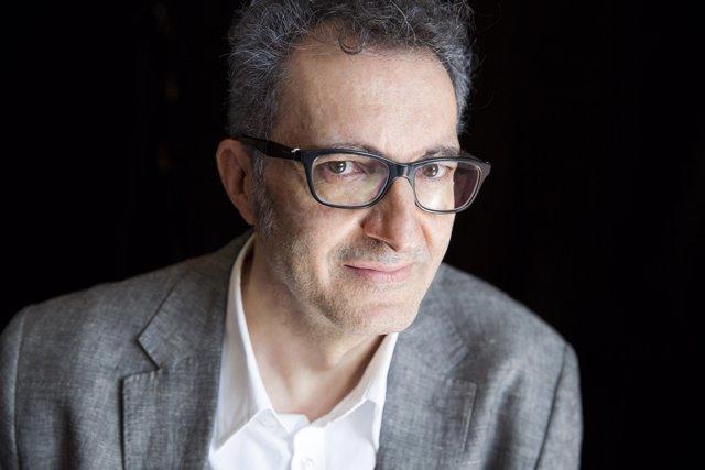 El escritor Eloy Tizón, autor de 'Velocidad en los jardines'