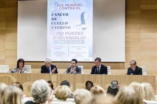 El Salón de Actos de Cajamar ha acogido la charla sobre cáncer de cérvix.