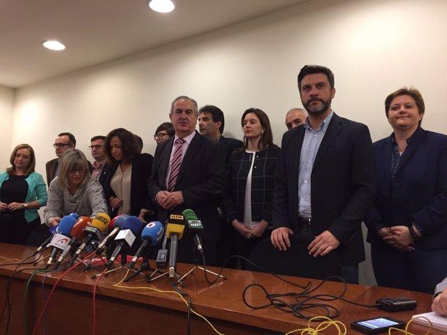El secretario general del PSOE-RM, Rafael González Tovar y diputados
