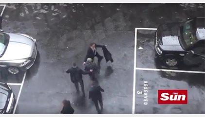 VÍDEO | Momento en el que Theresa May es evacuada del Parlamento británico mientras el terrorista es abatido
