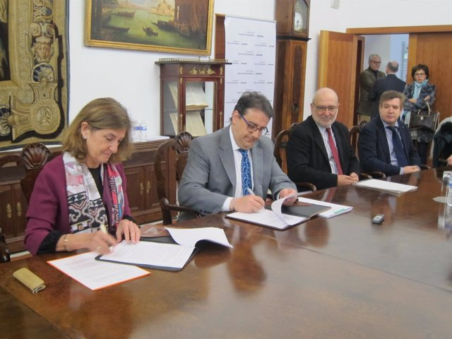 Firma de acuerdo para estudio de hemodiálisis en Cáceres