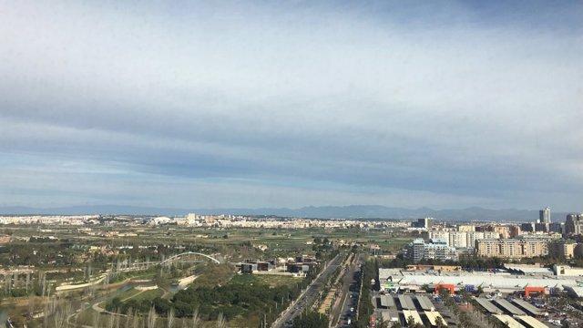 Terrenos de Bioparc y Parque de Cabecera de València a la izquierda de la imagen