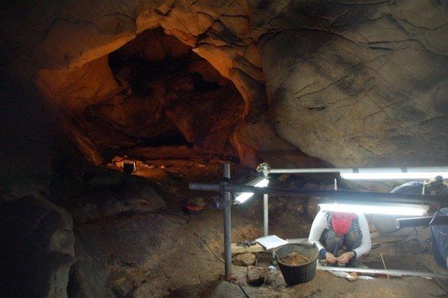 Cova Eirós, en Triacastela