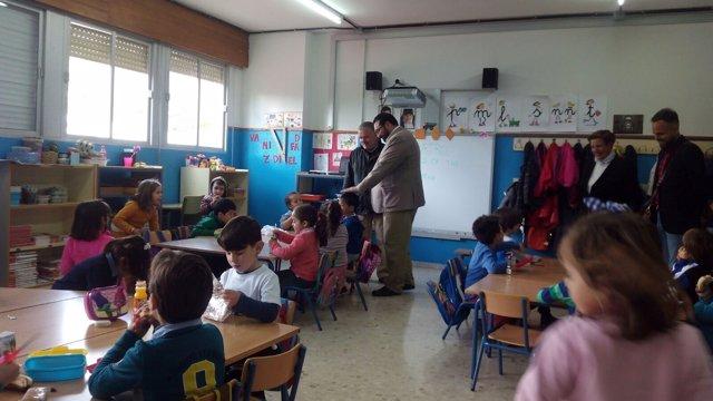 Germán González con la comunidad educativa de Almuñécar