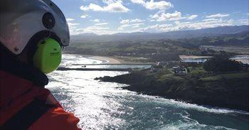 Suspendida la búsqueda del hombre que cayó al mar en San Vicente