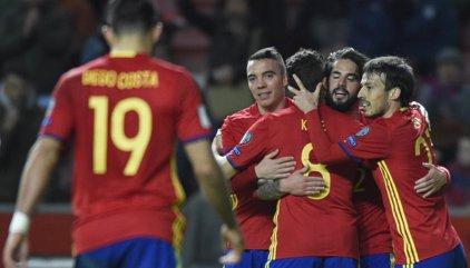 España barre a Israel y mantiene su liderato