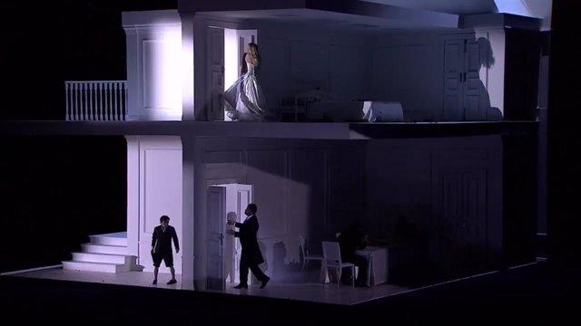 Una inmensa casa de mu ecas alberga 39 rodelinda 39 coproducci n de madrid y barcelona que - Casa de munecas teatro ...