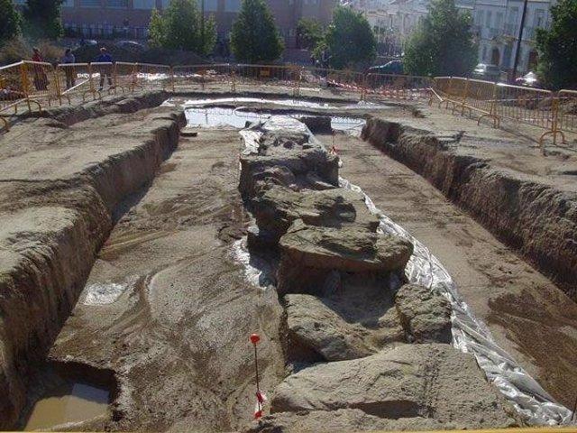 Excavaciones en el dolmen de Montelirio.
