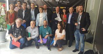 Fical recibe felicitaciones en Málaga por el peso que está ganando dentro...