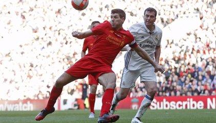 El Real Madrid cae ante el Liverpool (4-3) en el partido solidario de leyendas