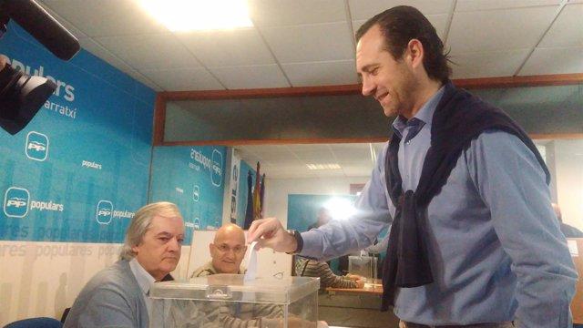 José Ramón Bauzá votando para el congreso autonómico