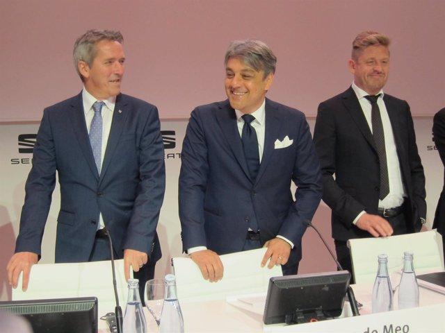 Holger Kintscher, Luca de Meo, y Wayne Griffiths (Seat)