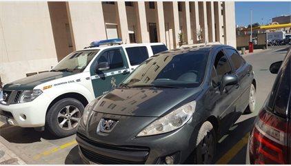 """Un coche """"kamikaze"""" con seis inmigrantes entra a toda velocidad en Melilla y hiere a un policía"""
