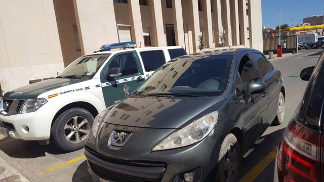 Coche que ha entrado a toda velocidad en Melilla con inmigrantes