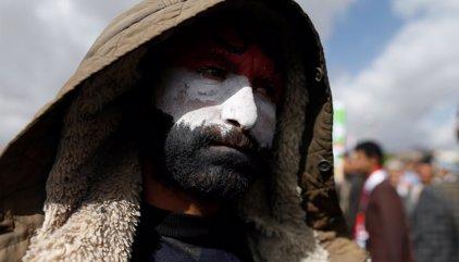 Los rebeldes huthi congregan en Saná a cientos de miles de personas para protestar contra la guerra civil