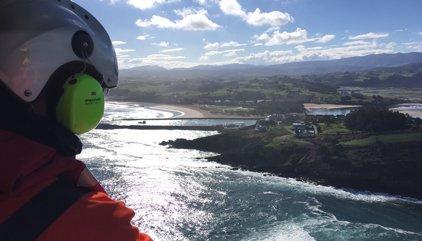 La búsqueda del hombre que cayó al mar en San Vicente de la Barquera continuará este lunes