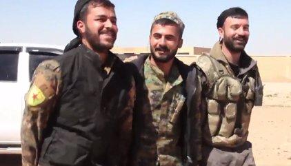 Las SDF toman el aeropuerto militar de Tabqa, antesala de la capital siria del Estado Islámico, Raqqa