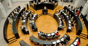Los cambios en el Gobierno o la programación de la radio M21 pasarán por...