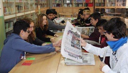 Los adolescentes no leen periódicos y solo conocen las noticias por la tv o redes sociales, según expertos