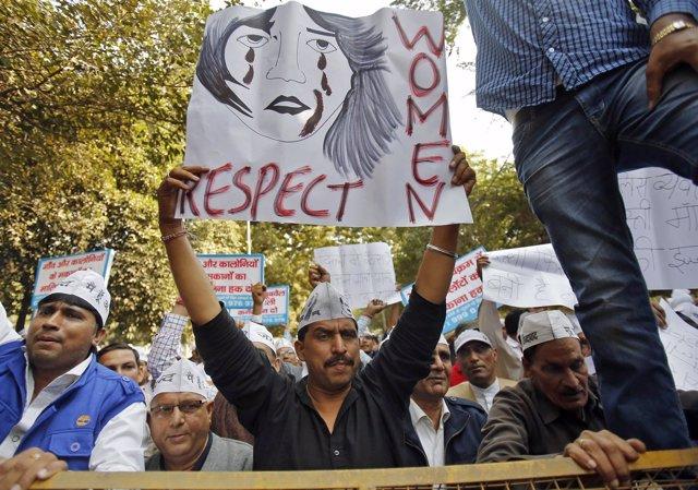 Protesta contra la violación de una mujer