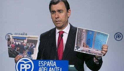 """Génova tacha de """"salvajada"""" el """"asalto"""" a la sede del PP catalán por la CUP y espera que la Justicia actúe"""