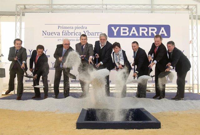 Acto de colocación de la primera piedra de la nueva factoría de Ybarra