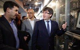 El presidente Carles Puigdemont y el conseller Raül Romeva en el MIT de Boston