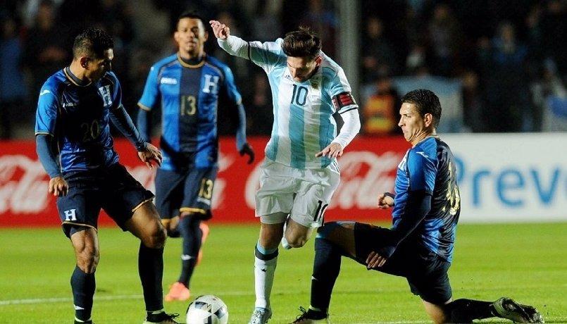 Messi podría no jugar ante Bolivia por su insultos al cuarto árbitro del Argentina-Chile