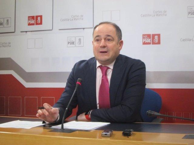 El diputado del PSOE en rueda de prensa