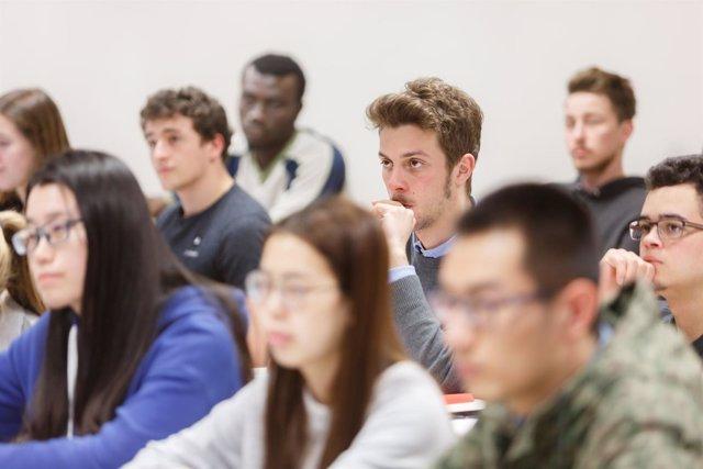 Estudiantes en la UPNA.