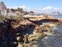 Foto: Un desprendimiento de 20 metros de tierra provoca un socavón en la playa de Les Rotes de Dénia