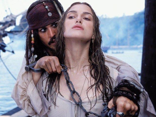 Keira Knightley y Johnny Depp en Piratas del Caribe