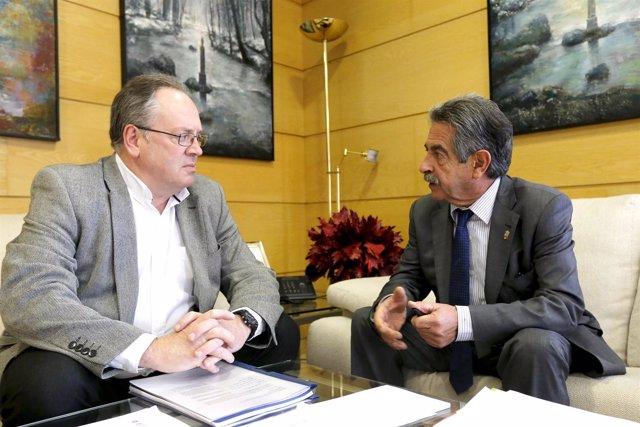 Revilla se reúne con el alcalde de Campoo de Yuso