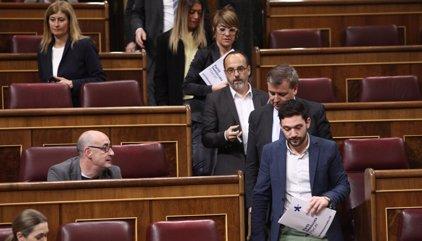 Los diputados de PDeCAT, Unidos Podemos y ERC salen del Pleno por no poder defender a Homs
