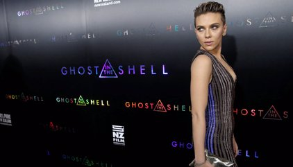 Scarlett Johansson sorprende con un nuevo estilo a lo Kristen Stewart