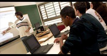 Educació obrirà la inscripció dels cursos d'anglés i valencià per a...