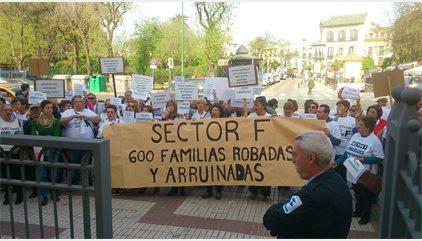 """Parcelistas del Sector F de Almensilla protestan ante Diputación de Sevilla y piden """"parar"""" cobros y embargos"""