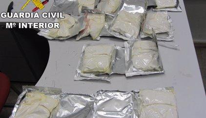 Dos detenidos en Barajas con casi 19 kilos de coca ocultos en tabletas de turrón y sobres de comida