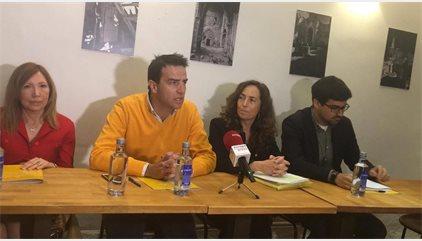 Carolina Punset (Ciudadanos) acompaña a Gorka Maneiro (UPyD) en la presentación de la 'Plataforma Ahora'