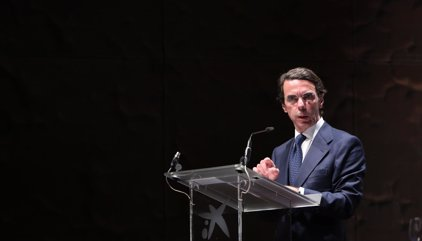 """Aznar pide una """"segunda vuelta"""" de la reforma laboral y un """"cambio"""" en políticas fiscales"""